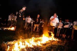 Chodzenie poogniach, taniec ognia